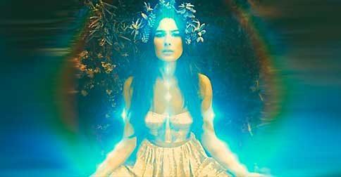 A áurea, o campo energético, reflete com tuas vibrações