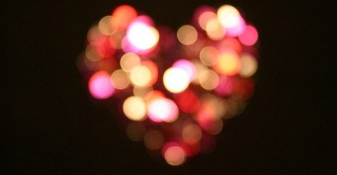 A chama de Deus está guardada em seus sagrados corações
