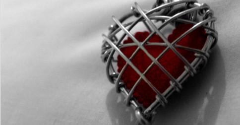 Maria – No momento que calam seu coração, a realidade cai e se desvanece