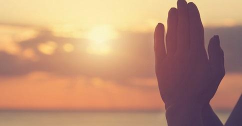 Como usar a oração como uma ferramenta para a manifestação