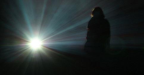 Como encontrar a Luz na escuridão e a clareza na confusão
