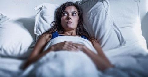 Por que não consigo dormir? Sintomas da ascensão e como você pode se ajudar