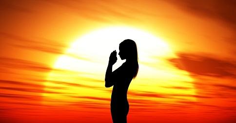 No yoga, saudamos o sol. Por quê