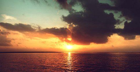 A chuva não aparece em um céu sem nuvens
