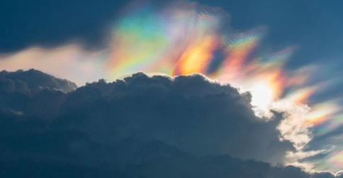 Nuvens cristalinas de Luz
