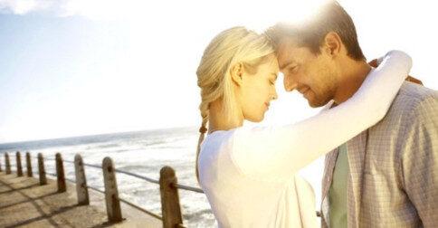 O amor entre amigos íntimos e parceiros românticos